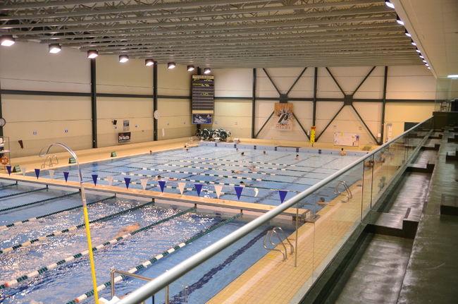 Un ar na de 2000 places l 39 uqtr l 39 cho de trois rivi res for Caps uqtr piscine