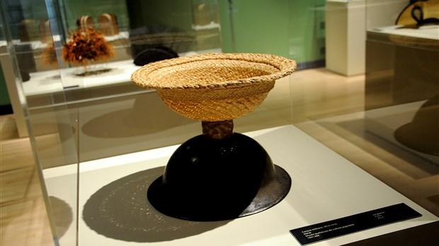 mireille racine et les chapeaux au mus e qu b cois de la. Black Bedroom Furniture Sets. Home Design Ideas