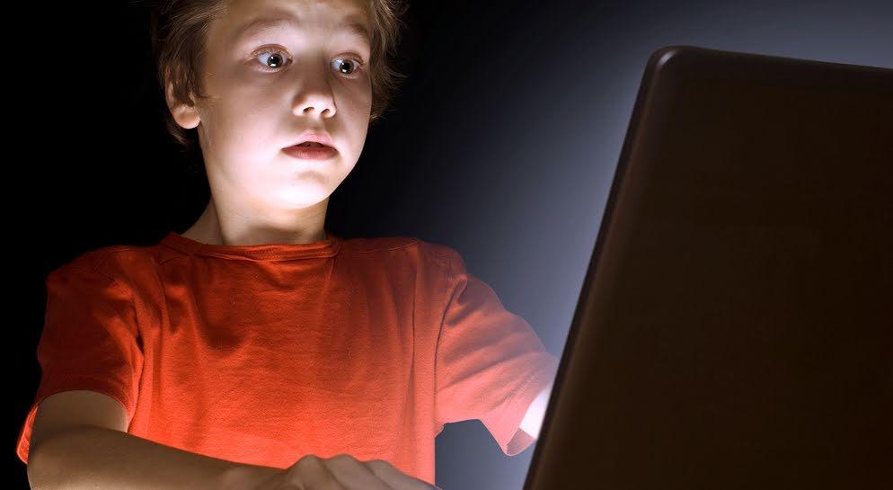 assurez la s curit de vos enfants sur le web l 39 cho de trois rivi res. Black Bedroom Furniture Sets. Home Design Ideas